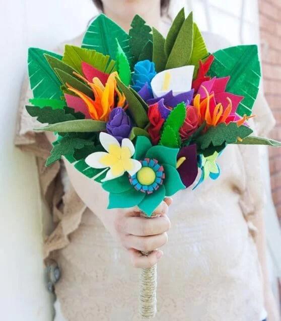 ramos de flores de fieltro para novias
