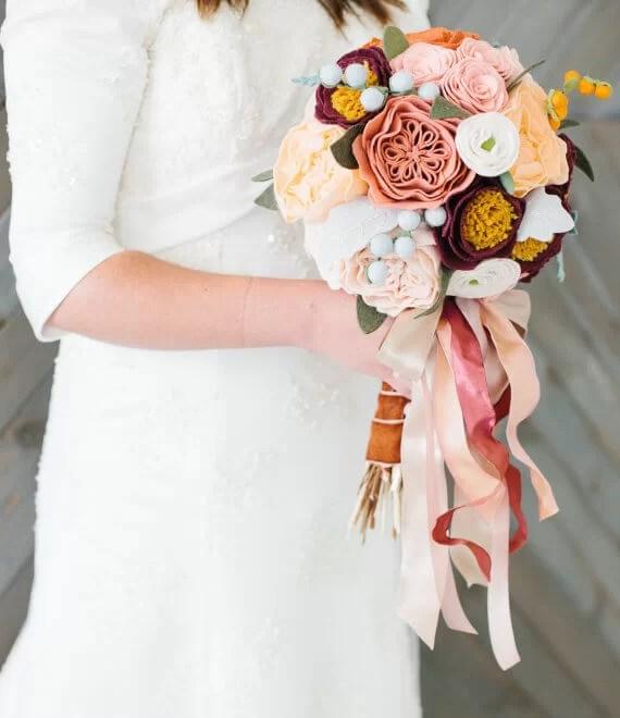 ramos de fieltro para novias