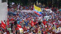 Pueblo en la calle resteado con Nicolás Maduro