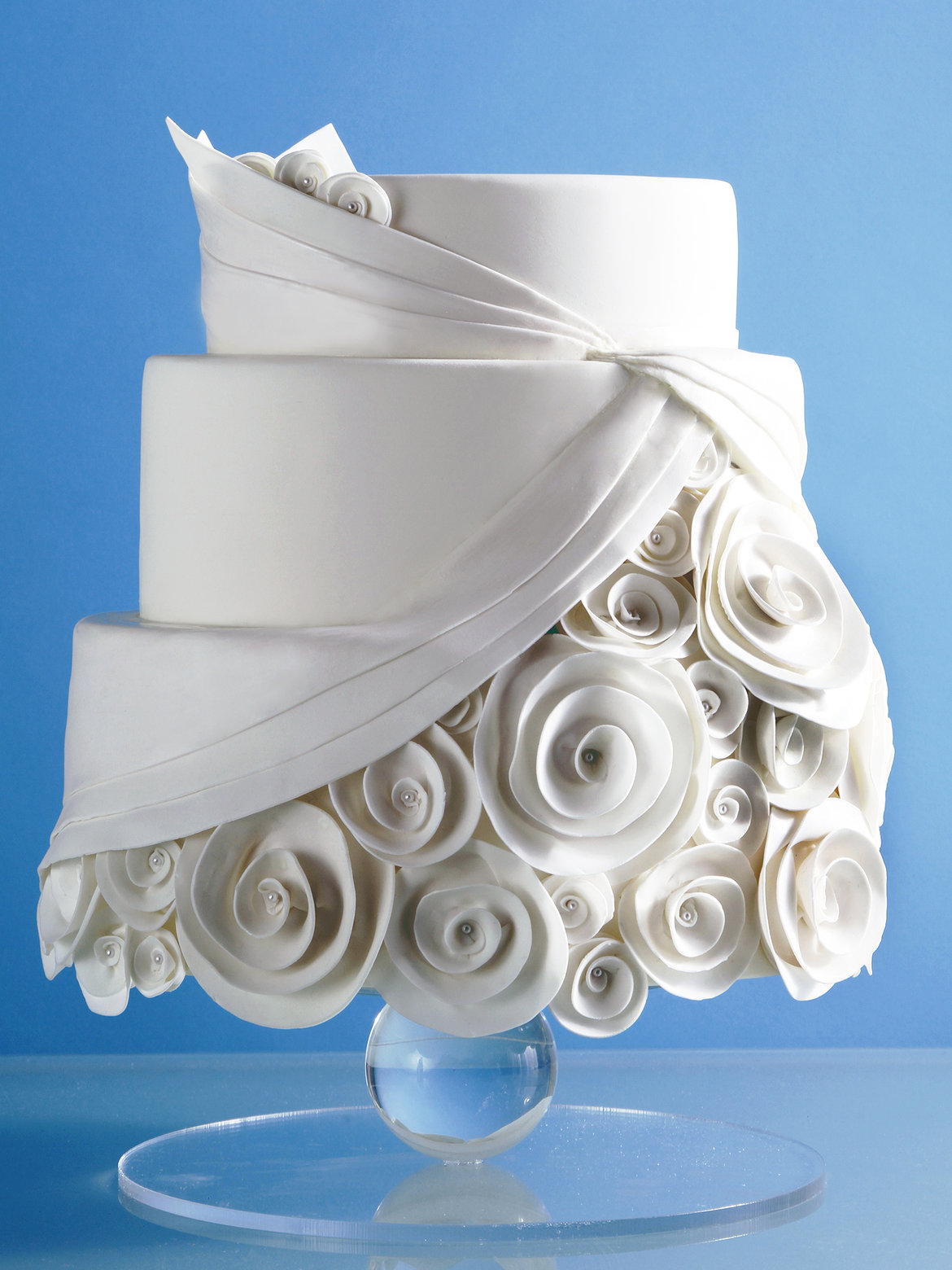 How to Get a Beautiful Wedding Cake Without Spending a Fortune     wedding cake with roses