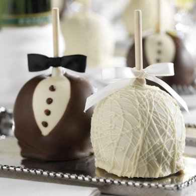 25  Edible Wedding Favors Your Guests Won t Leave Behind   BridalGuide Caramel Apples