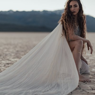 Styled Shoot || Simple & Stunning in the Alvord Desert