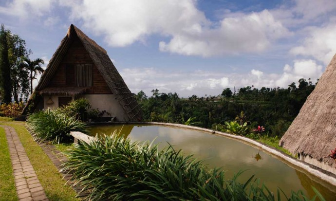 Village above the clouds bungalow ousde