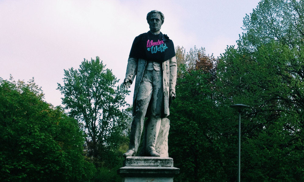 Statue with donut t-shirt Berlin