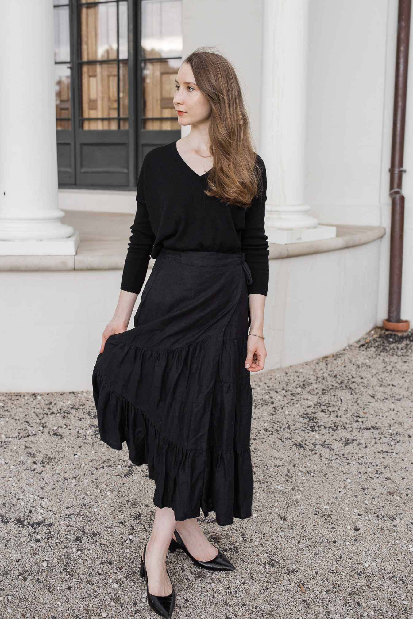 Country Road, Country road black tiered linen maxi skirt, linen skirt, tiered skirt, minimalist outfit, cross-seasonal outfit