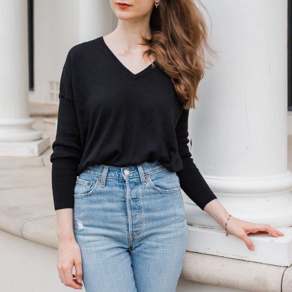 Review of Levis Ribcage Straight Ankle Jeans, Denim outfit ideas, sustainable fashion, slow fashion, simple outfit, minimalist outfit, thrifted fashion