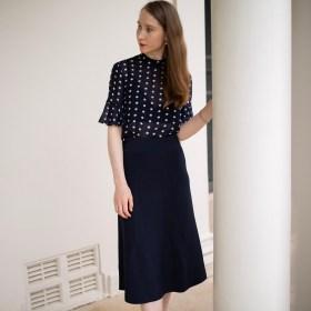Polka dot top, navy outfit ideas, work outfit ideas, work capsule wardrobe, imperfect wardrobe, sustainable fashion, slow fashion