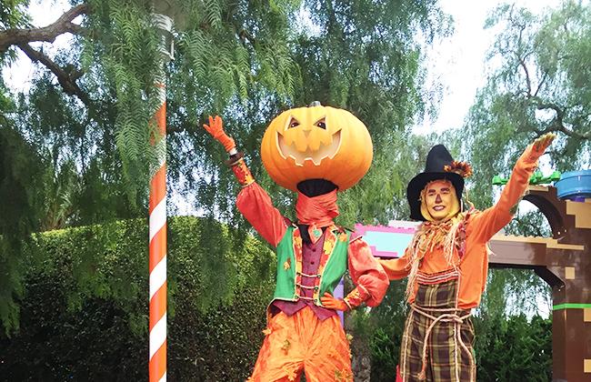 pumpkins on stilts