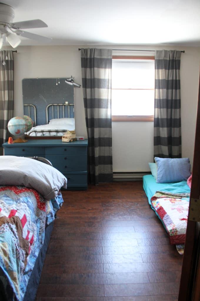 Extra bed in boys bedroom