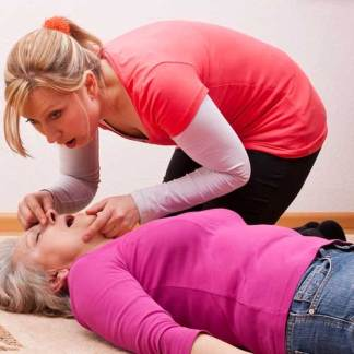 Emergency First Aid at Work First Aid Annual Refresher (QAR) Training course Brighton Holistics Qualsafe