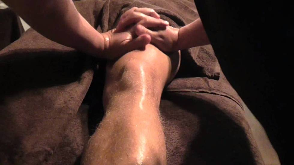 Basic Knee Massage Demonstration by Brighton Holistics