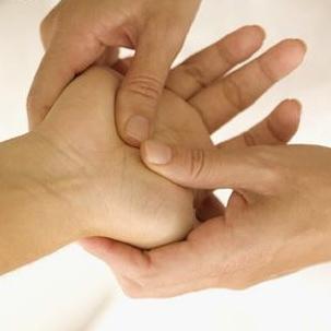 The Benefits of Regular Hand Massage