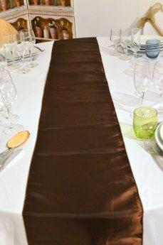 Chemin de table marron