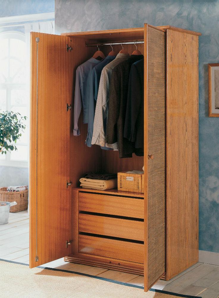 armoire rotin une penderie trois tiroirs