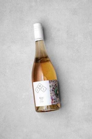 Eine Flasche Rosé