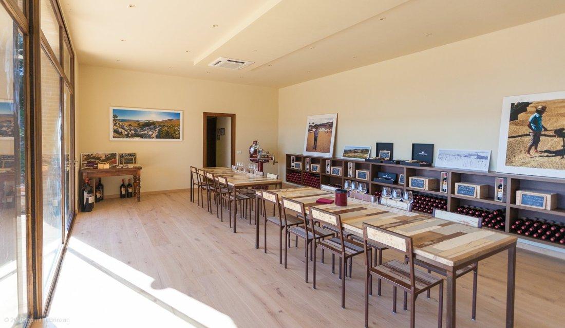 2016-podere-le-ripi-winery-montalcino-5-tasting-room