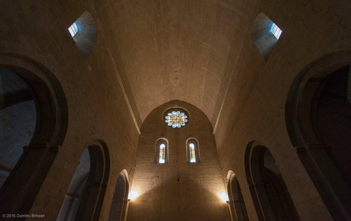 senanque-abbey-provence-france-14