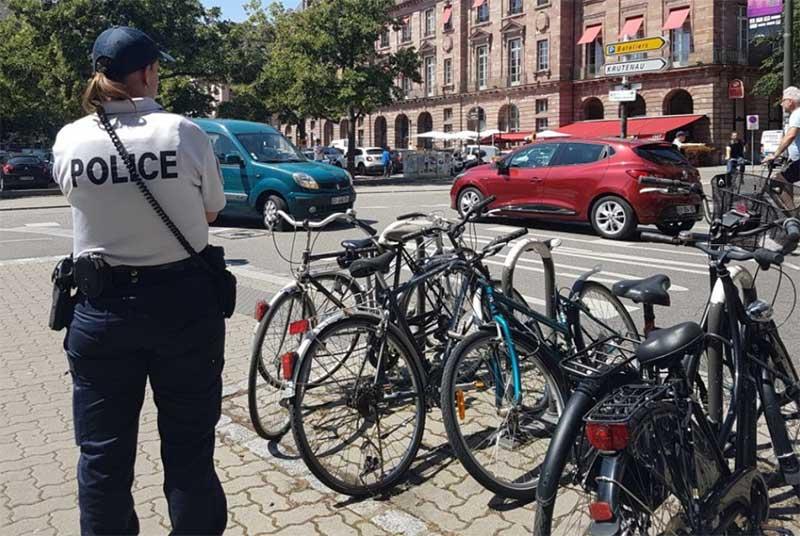 Oreillettes-et-portables-au-volant-et-au-guidon,-la-police-verbalise-à-Strasbourg