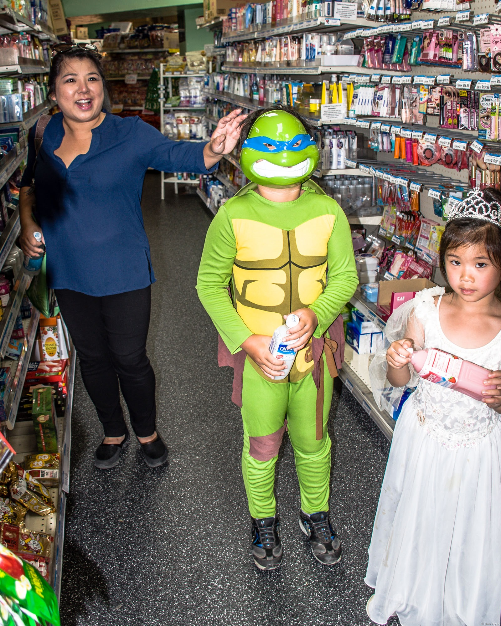 Teenage mutant ninja turtle kid and mom and sister