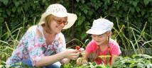 mother daughter gardening 2