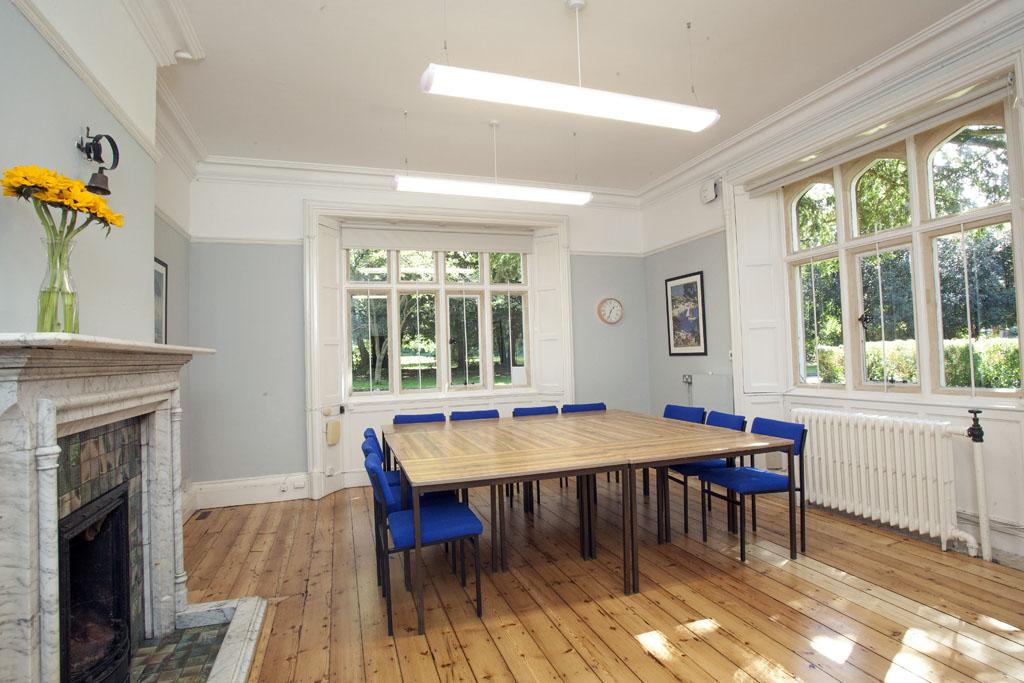 Room 3 Stoke Lodge -1024