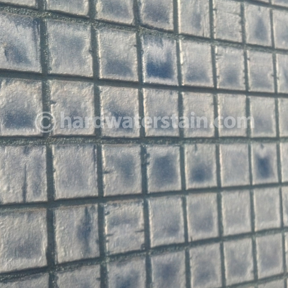 water efficient pool tile cleaning and