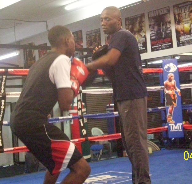 Junior Saba Boxer Tunde pads