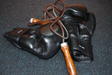 gloves and rope boxing