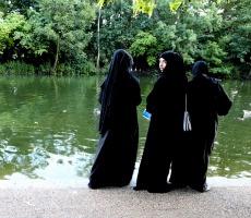 Muslim women in Hyde Park, London. Photo: Roberto Trm