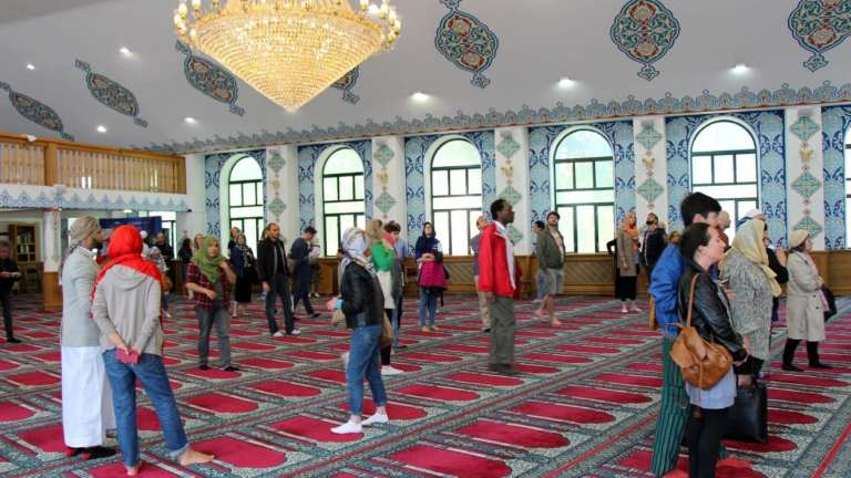 Neighbourhood Gets Together at Open Day in Aziziye Mosque