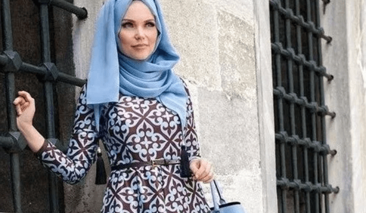 Anna Hariri's traditional modest fashion