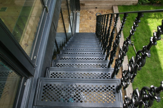 Straight Cast – British Spirals Castings | Cast Iron Straight Staircase | Raw Iron | Dark Stain | Handle | Luxury | Spindle