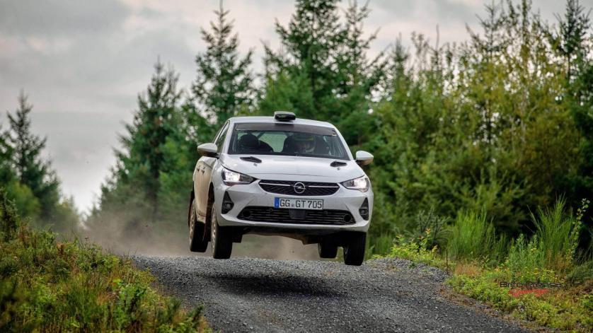 El Opel Corsa Rally4 en la línea de salida