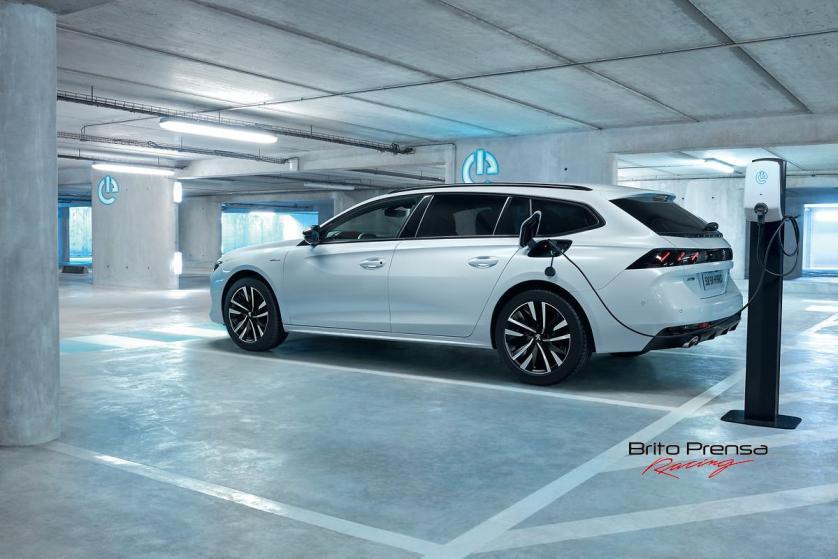 PEUGEOT, líder del mercado de vehículos electrificados