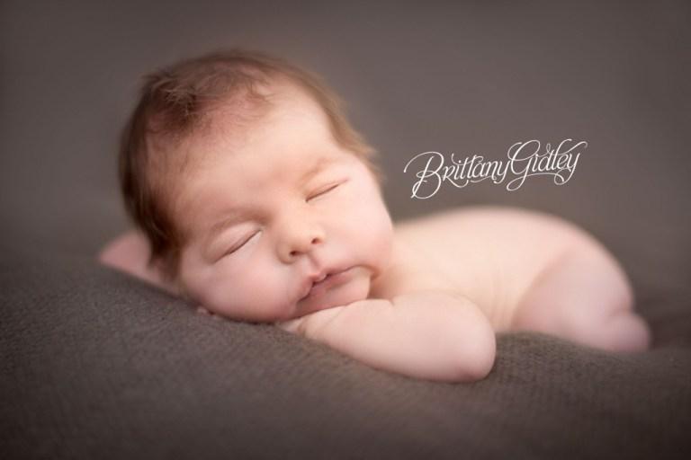 Newborn Photo Shoot | Newborn Posing Inspiration | Best Newborn Baby Photographer | Cleveland, Ohio