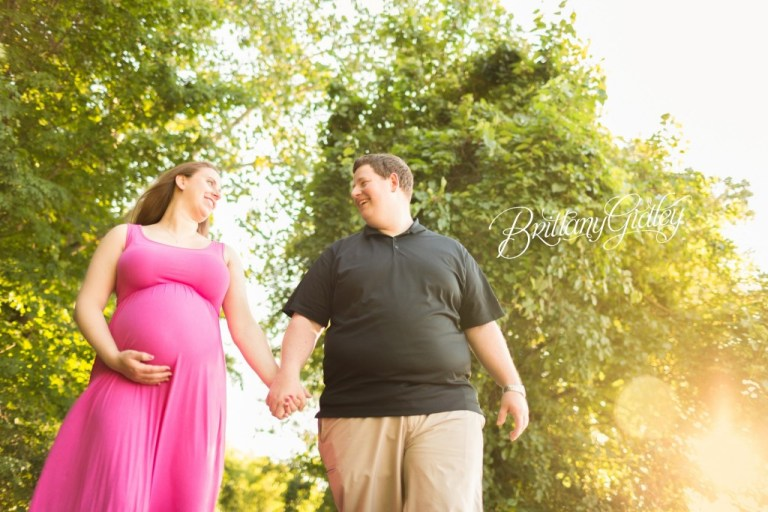 Pregnancy Portraits | Maternity Photographer | Maternity Photography | Edgewater Beach | Inspiration Posing Maternity