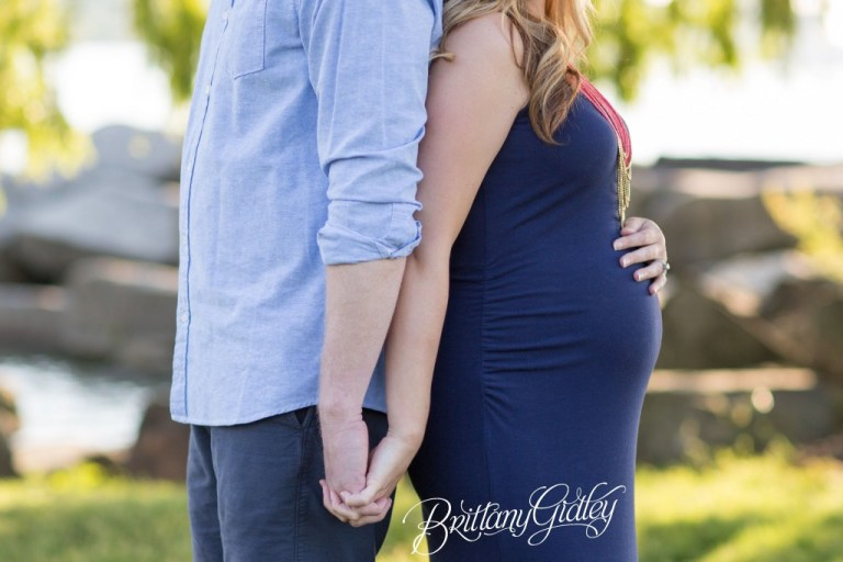 Cleveland Pregnancy Photographer | Maternity Photography | Park | Tree | Sun Flare | Cleveland Ohio | Northeast Ohio | Pregnancy Photographer | Newborn Photographer Cleveland | Edgewater Beach | Cleveland Metroparks