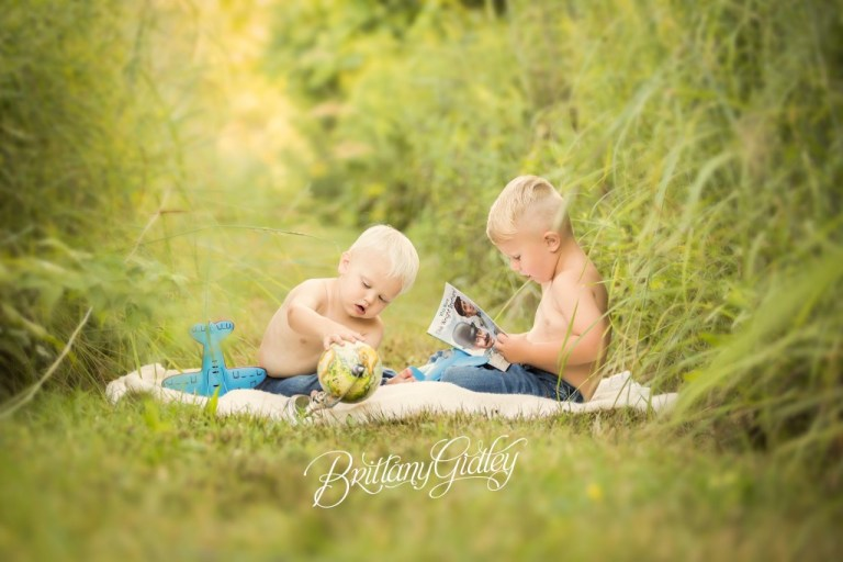 Sibling Photography | Family Photographer | Akron Child Photographer | Toddler Posing | Start With The Best | Brittany Gidley Photography LLC | Dream Session | Inspiration | Aviation | Flying