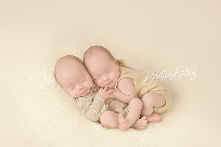 Twin Newborns | Beige | Newborn Inspiration | Newborn Photo Shoot | Twins | Cleveland