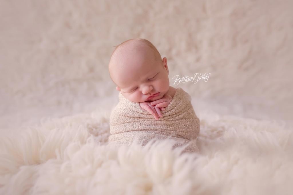 On Location Newborn Photographer   Introducing Hunter