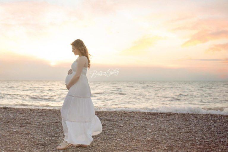 Beach Maternity | Fairport Beach | Pregnancy Photographer | Cleveland Ohio
