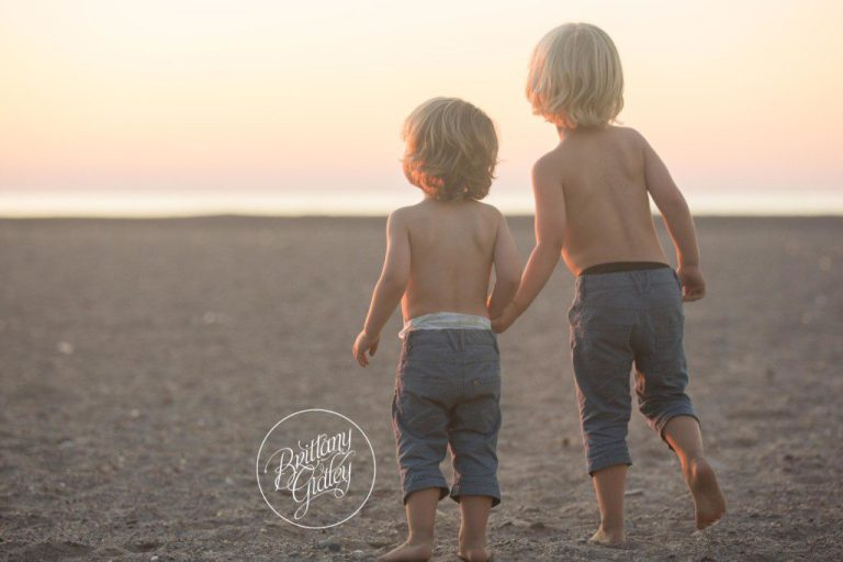 Beach Photographer | Siblings | Baby 6 Months | Mentor Headlands Beach