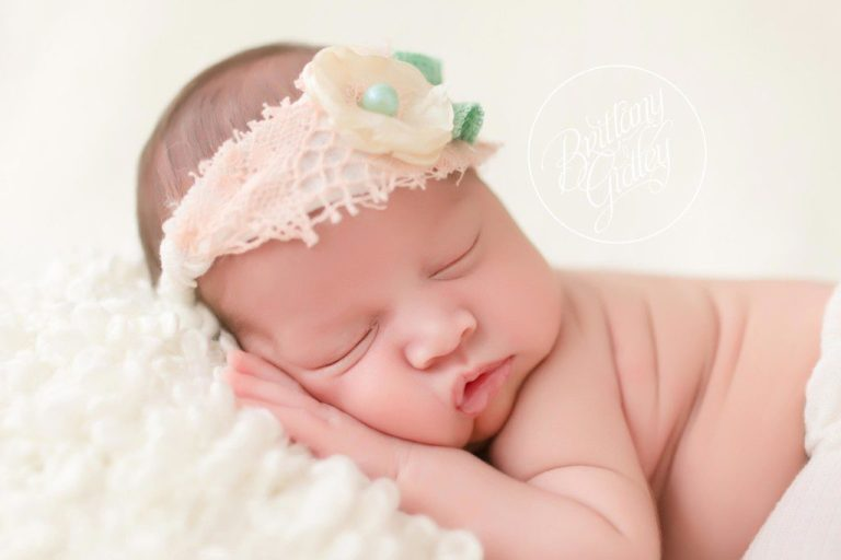 Family Newborn Session | Newborn Baby Girl | Newborn Posing | Cleveland Ohio