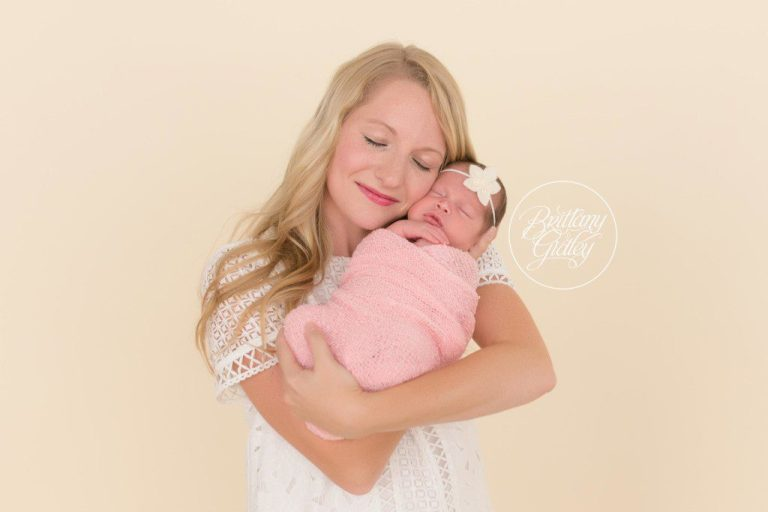 Mother and Daughter | Newborn Baby Girl | Newborn Posing | Cleveland Ohio