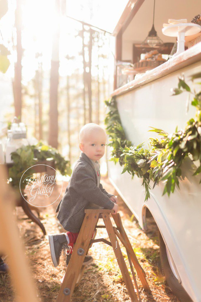 Vintage Camper Mini Sessions | Best Christmas Card Ideas | Mini Session Inspiration | Start With The Best | Cleveland | www.brittanygidley.com