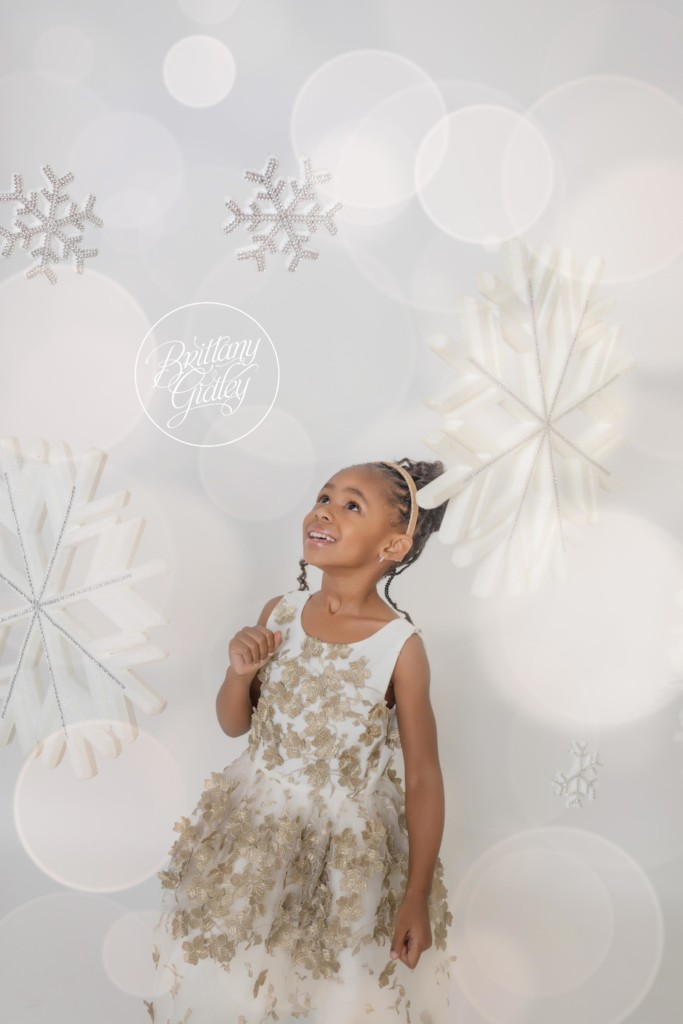 Sparkle and Shine Dream Session | Snowflakes | Christmas Images | Dreamy Photographers