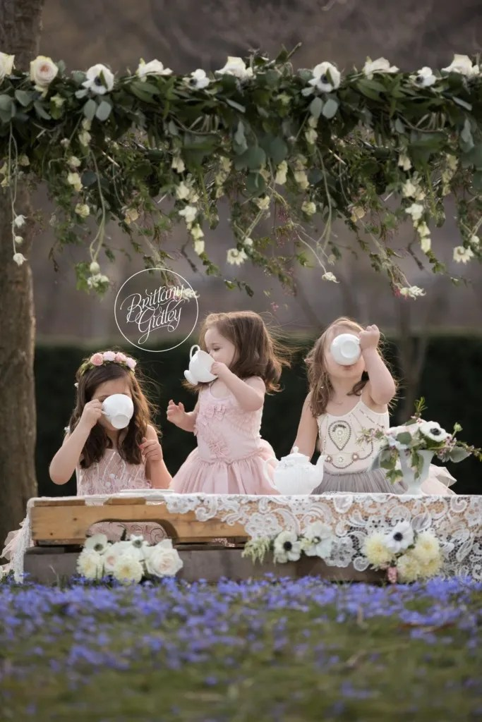Mommy and Me Vintage Tea Dream Session | Cleveland Museum of Art