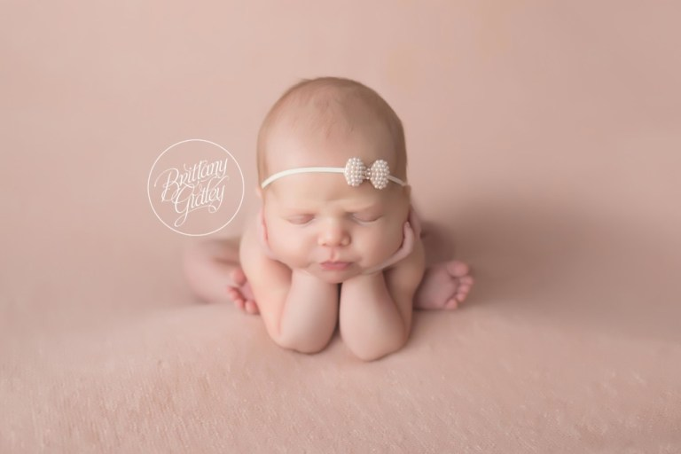 Froggy Pose | Magic of Childhood | Newborn Posing