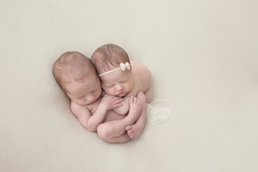 Cleveland Twin Photographer | Introducing Clint & Josephine