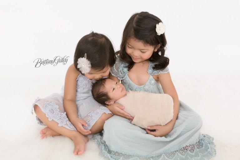 Cleveland Newborn Photographer | Family Newborn Posing | Big Sister Newborn Boy Photos